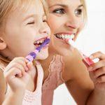 9 Cara Mengajari Anak Sikat Gigi Paling Efektif dan Mudah