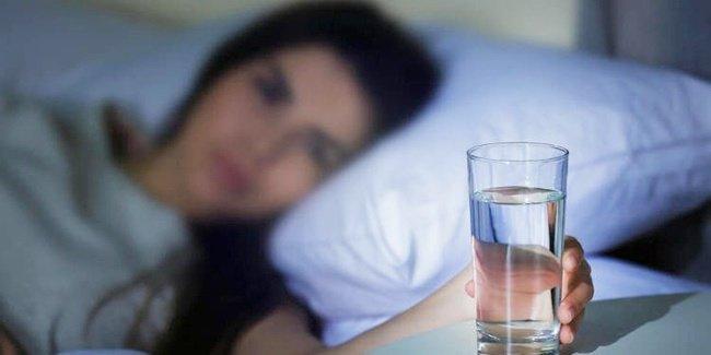 Rutin Minum Air Putih Saat Bangun Tidur Ada Manfaatnya