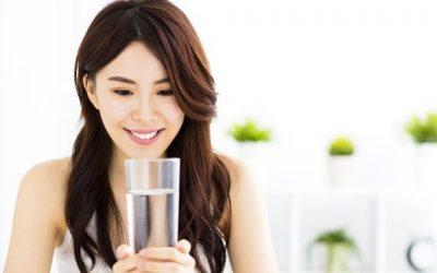 Minum Air Putih Sebelum Makan Turunkan Berat Badan