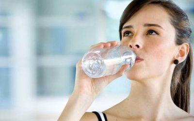 Solusi Mengatasi Kulit Kering Adalah Minum Air Putih
